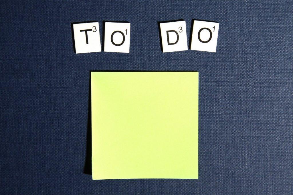 To Do in letters met een post-it er onder